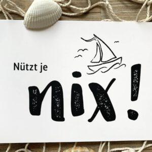 Plattdeutsche Postkarte Nützt je nix mit Segelboot